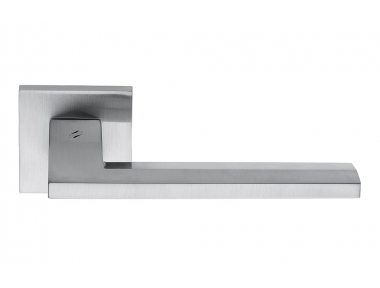 Electra Polished Chrome Door Handle on Rosette with Flat Linear Shape by Colombo Design