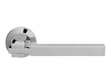 Elle Polished Chrome Door Handle With Rose of Squarish Shape by Linea Calì