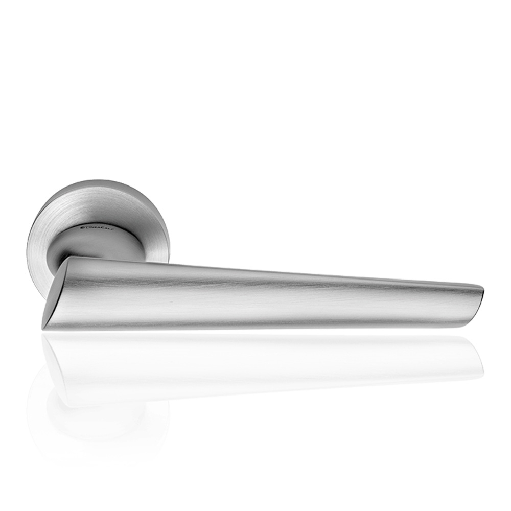 Kendo Satin Chrome Door Handle With Rose od Contemporary Design Linea Calì Design