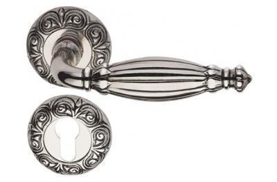 Queen Classique PFS Pasini Brass Door Handle with Round Rosette